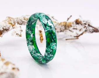Green Faceted Resin Ring with Silver Flakes - Resin Stacking Ring - Thin Faceted Band Ring - Minimal Resin Jewelry