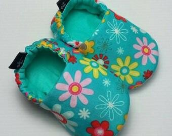 Baby Booties / Baby Shoes / Handmade Booties / Soft Sole Booties / Soft Sole Shoes / Flower Booties / Fabric Booties / Baby Girl Booties