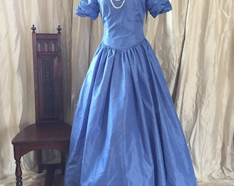 Gorgeous Blue Vintage 80s/50s Cinderella/Princess Taffeta Party Dress!