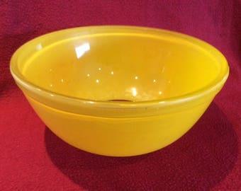 Pyrex JAJ Sunshine Yellow Sprayware 3 pint Mixing Bowl circa 1950