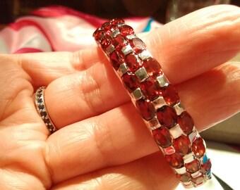 Silver bracelet with natural garnet