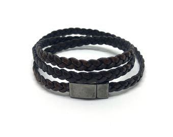 Flat 5 mm wide leather bracelet with magnetic lock