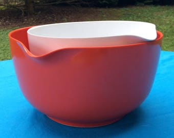 Mid Century Rosti Melamine Plastic Mixing Bowls with Spout - Made in Denmark - (1) Red/4 Liter - (1) White/2.5 Liter