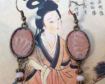 Japanese paper ecru with large flowers pink bronze earrings.