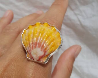 Big Hawaiian sunrise shell ring size 6 1/2