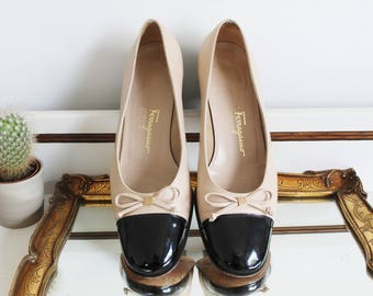 Vintage Salvatore Ferragamo Boutique Italian Cream Black Patent Leather Two Tone Bow Front Heels Shoes Size UK 4 EU 37 US 6