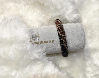 Impressive geometric beaded/crocheted bracelet