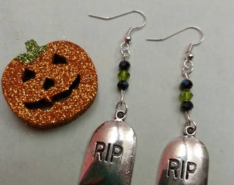 Halloween silver-plated Gravestone RIP drop earrings with bicone beads