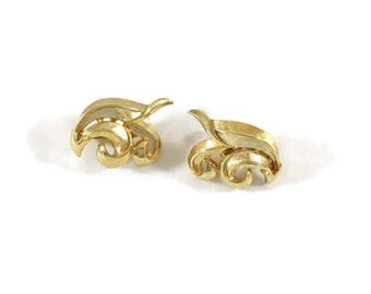 Vintage Trifari Earrings, Vintage Gold Tone Earrings, Vintage Trifari Gold Earrings, Vintage Trifari Swirl Clip Earrings,