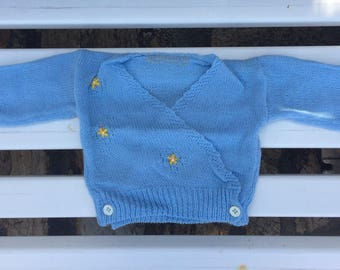 Sweater in fine wool knitted and hand-decorated. 3-6 months