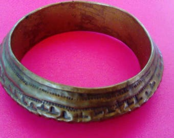 Vintage etched bracelet. Made of copper.