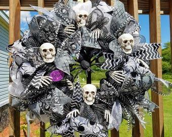Skeleton Wreath, Halloween Wreath, Halloween Skeleton Spider Wreath, Halloween Door Wreath, Skeleton Wall Decor, Halloween Porch Wreath