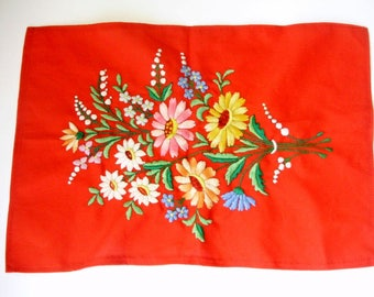 Lovely,Vintage,Hungarian handmade embroidered  red Kalocsa doily,centerpiece,runner,flower pattern Cottage/Shabby Chic