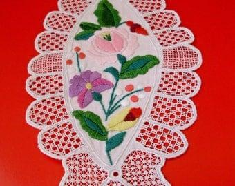 Vintage Hungarian handmade Kalocsa Richelieu doily,centerpiece