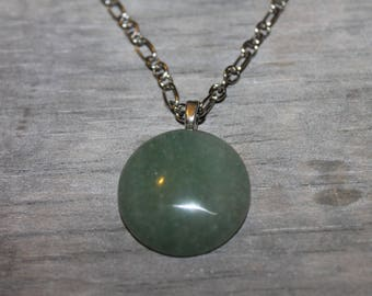 Necklace with cabochon green stone pendant