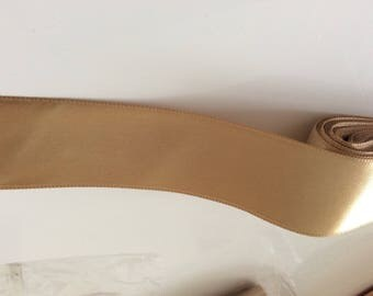 3 centimeters in width honey-colored satin ribbon