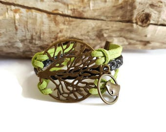 Bracelet 3 rows of green and tree of life Locket
