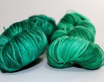 Magic. Malachite. Fingering weight 100g. Green sock yarn. Tonal yarn. Sock yarn. Superwash merino sock yarn. Hand dyed sock yarn