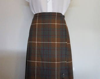 Gorgeous Vintage Scottish 60s Brown Pleasted Kilt w Pretty Leather Strap Detail