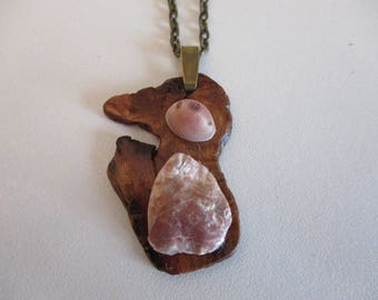 Shell pendant: mother of Pearl and natural porcelain