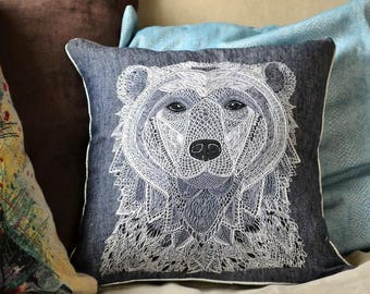 Hand embroidery cover cushion - Voltaire the polar bear