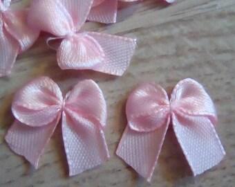 pink satin bows 20x20mm 12 appliques