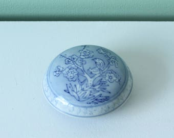 Tiny chinese blue box - vintage