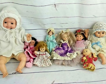 Vintage Antique Doll Lot of 8 Dolls Horsman Thumbalina Crocheted Pull string Sleeping Doll