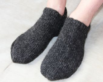 Knit slippers Wool slippers Men knit slipper socks Dark grey wool socks Minimal slippers Icelandic wool socks Home slippers