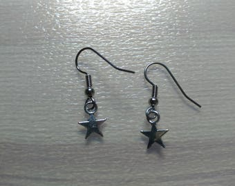 Silver earrings and its stars