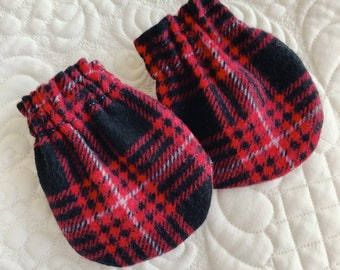 Red plaid baby mitts