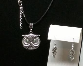 Sweet owl necklace and earrings
