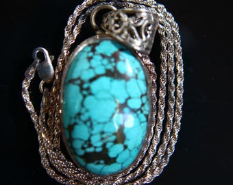 Vintage Oval shaped Turquoise and Sterling Silver Necklace