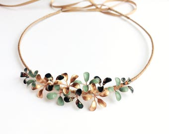 Wreath with delicate flowers in copper-mint