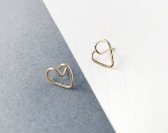 Gold heart studs, minimalist earrings, delicate jewelry, modern jewellery, contemporary earrings