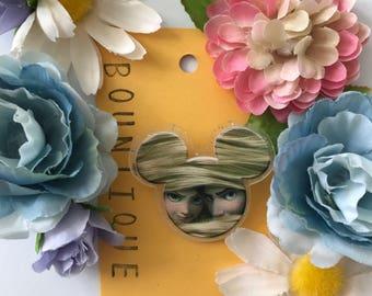 Tangled lovers brooch