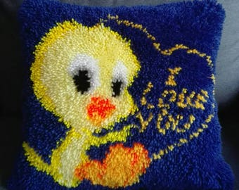 Cover cushion point knot TWEETY «I love you» Latch Hook made hand latch hook