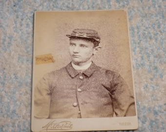 CIVIL WAR SOLDIER Cabinet Card - Very Nice Close-Up Image