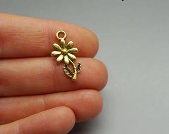 Set of 10 Daisy flower charms gold gilt (A68)