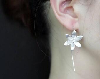 Gorgeous 925 sterling silver flower hoop earrings