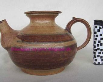 Lovely tiny tea pot by well known danish potter Klavs Encke