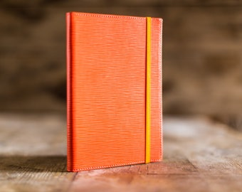 Daily planner 2018 , A5 2018 Daily planner in Coral Epi leather, the perfect Christmas gift. Agenda 2018, diary in leather. Made in Italy.