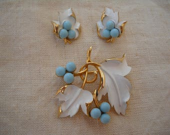 1967 SARAH COVENTRY SET - beautiful earrings and brooch set - unique and perfect - blue and white enameled leaves