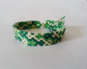 model: the green fairy (friendship bracelet 12 threads)