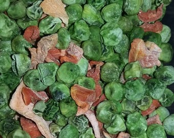 Dehydrated peas and carrots snack for rats, mice and degu, sugar gliders and other small animals.