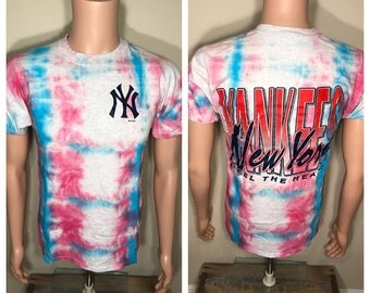 Vintage New York Yankees tshirt // adult size medium // russell athletic // tie dye shirt // big logo // rad cool tee