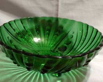Forest green oyster and pearl footed berry bowl