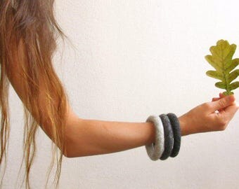 Ombré Stacking bracelet / felt soft jewelry / shade of grey / eco-friendly / felted wool / girlfriend gift / gift for her / Set of three