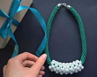 Massive necklace with artificial pearls