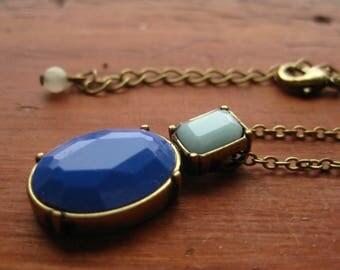 Blue Necklace Pendant Avon Vintage NRT Gold Tone